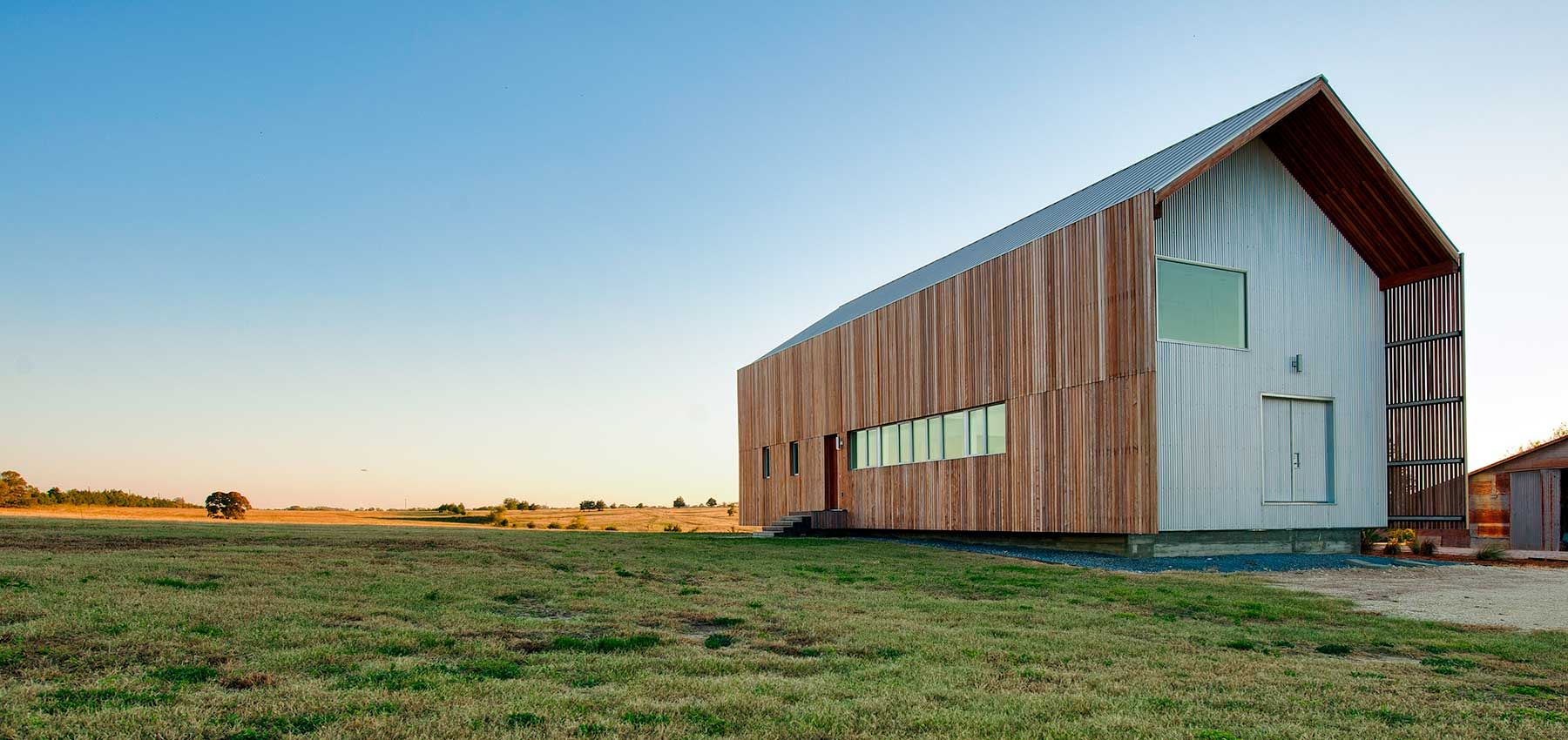 Modern Barndominium by Houston Architects Logan & Johnson